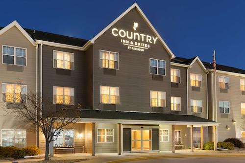 . Country Inn & Suites by Radisson, Kearney, NE