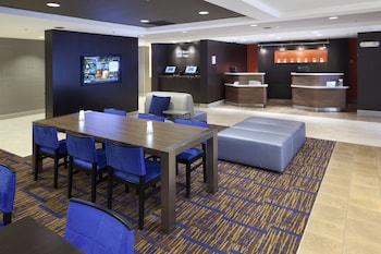 Lobby at Courtyard by Marriott Orlando East/UCF Area in Orlando