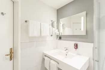 ibis Styles Halle - Bathroom  - #0