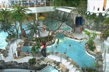 홀리데이 클럽 쿠사몬 트로피키(Holiday Club Kuusamon Tropiikki) Hotel Image 5 - Pool