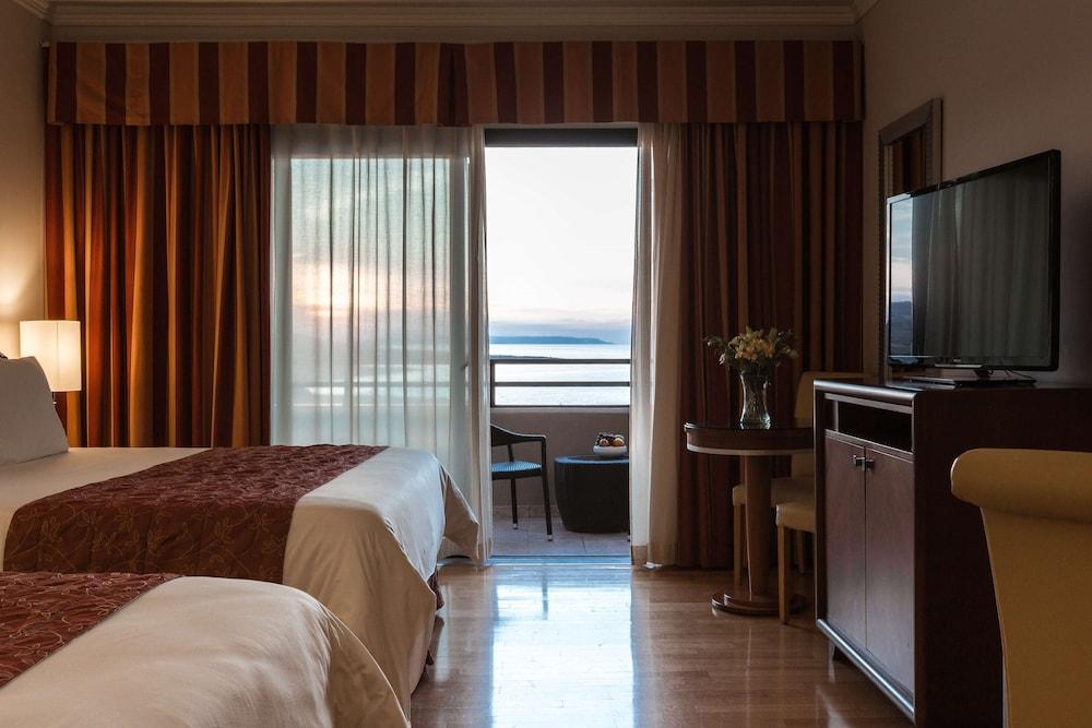 https://i.travelapi.com/hotels/1000000/70000/63600/63558/17aeabe3_z.jpg