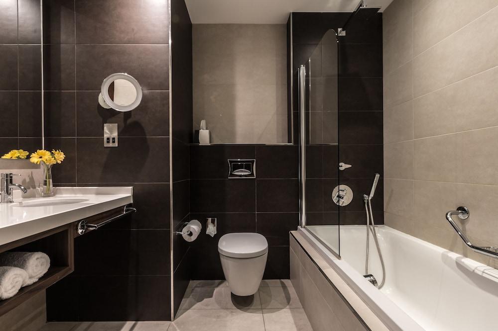 https://i.travelapi.com/hotels/1000000/70000/63600/63558/20abeb72_z.jpg