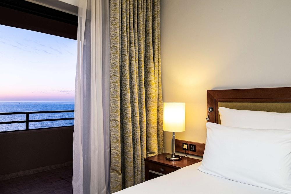 https://i.travelapi.com/hotels/1000000/70000/63600/63558/2e67cc9c_z.jpg