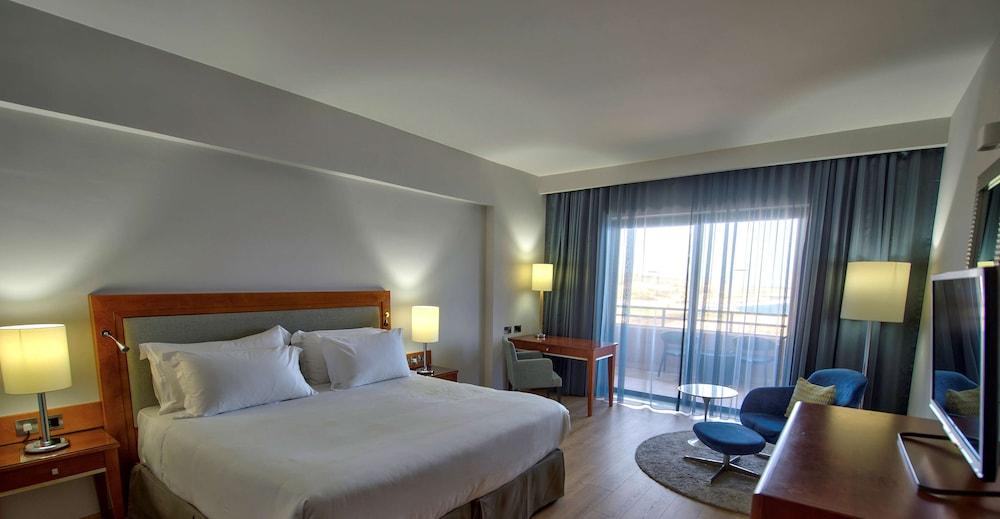 https://i.travelapi.com/hotels/1000000/70000/63600/63558/3d24ed1c_z.jpg