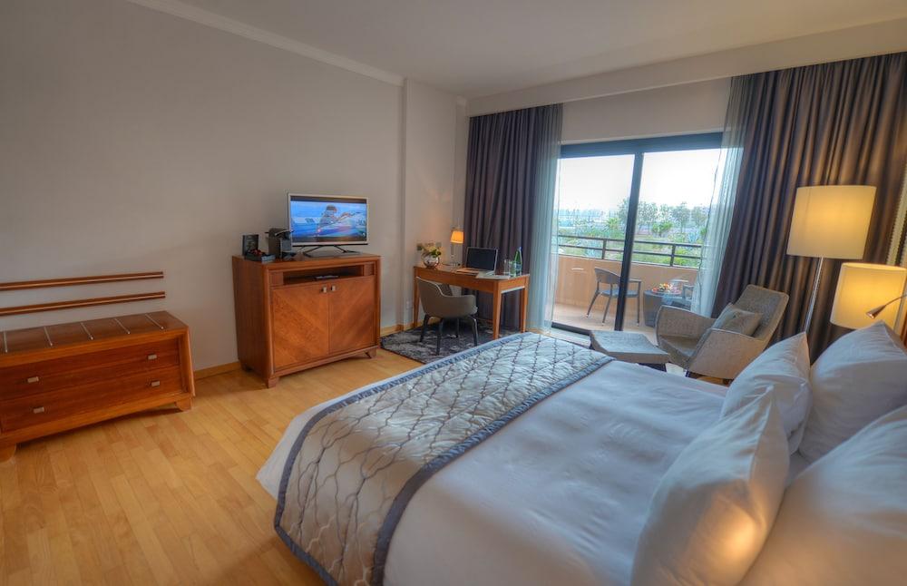 https://i.travelapi.com/hotels/1000000/70000/63600/63558/4a0e780e_z.jpg