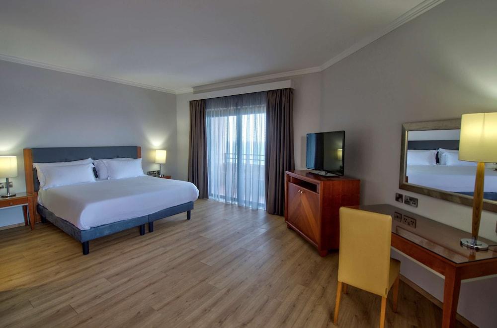 https://i.travelapi.com/hotels/1000000/70000/63600/63558/5d77096f_z.jpg
