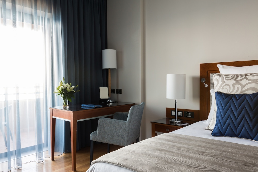 https://i.travelapi.com/hotels/1000000/70000/63600/63558/6223de11_z.jpg