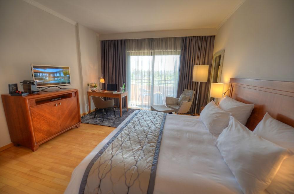https://i.travelapi.com/hotels/1000000/70000/63600/63558/6878cf83_z.jpg
