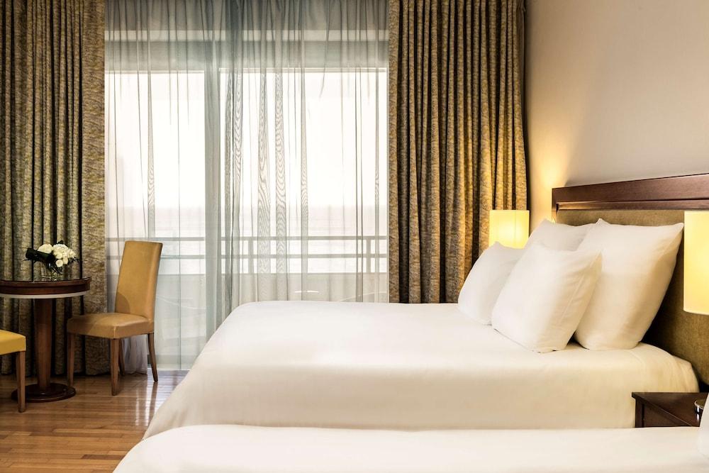 https://i.travelapi.com/hotels/1000000/70000/63600/63558/6baf7203_z.jpg