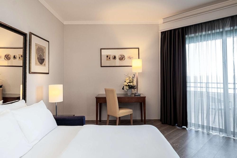 https://i.travelapi.com/hotels/1000000/70000/63600/63558/87e06f60_z.jpg