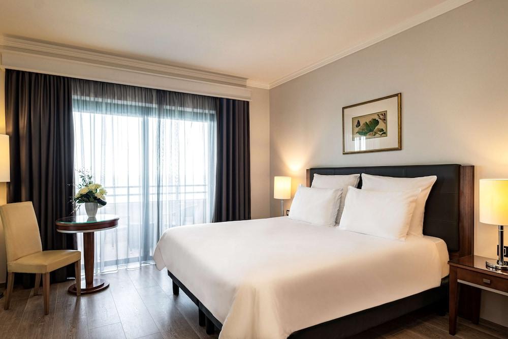 https://i.travelapi.com/hotels/1000000/70000/63600/63558/90f206cf_z.jpg