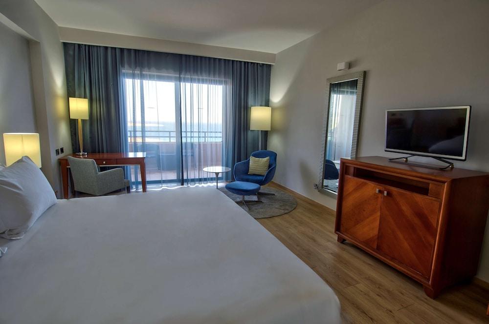 https://i.travelapi.com/hotels/1000000/70000/63600/63558/9e12d2eb_z.jpg