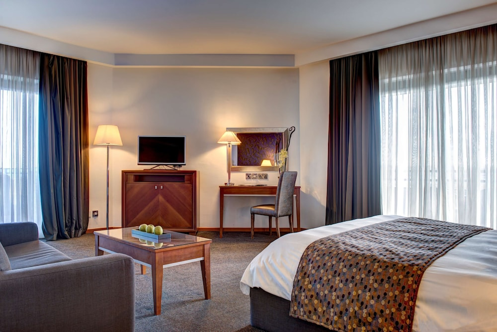 https://i.travelapi.com/hotels/1000000/70000/63600/63558/9e5cc108_z.jpg