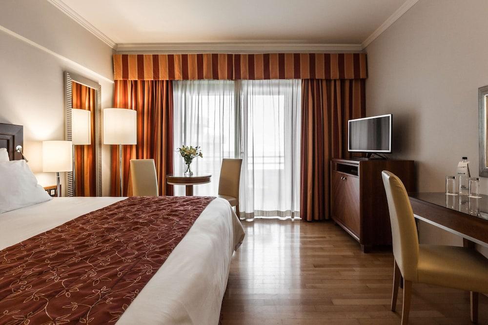 https://i.travelapi.com/hotels/1000000/70000/63600/63558/fafd6263_z.jpg