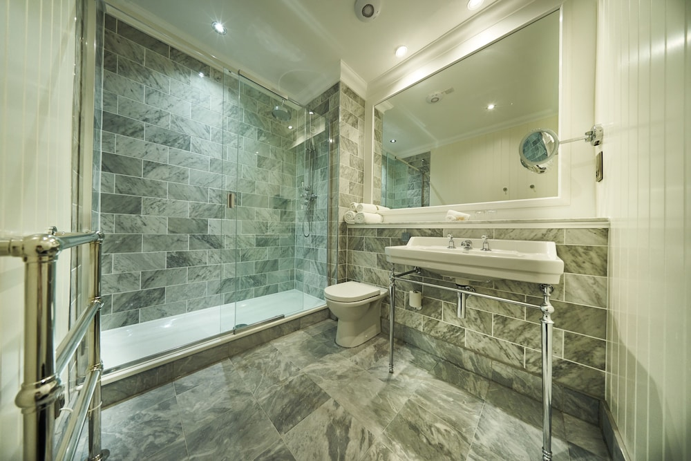 골프 뷰 호텔 앤드 스파(Golf View Hotel & Spa) Hotel Image 21 - Bathroom Shower