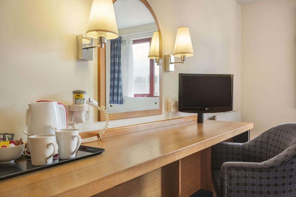 데이즈 인 마고(Days Inn Magor) Hotel Image 14 - Guestroom