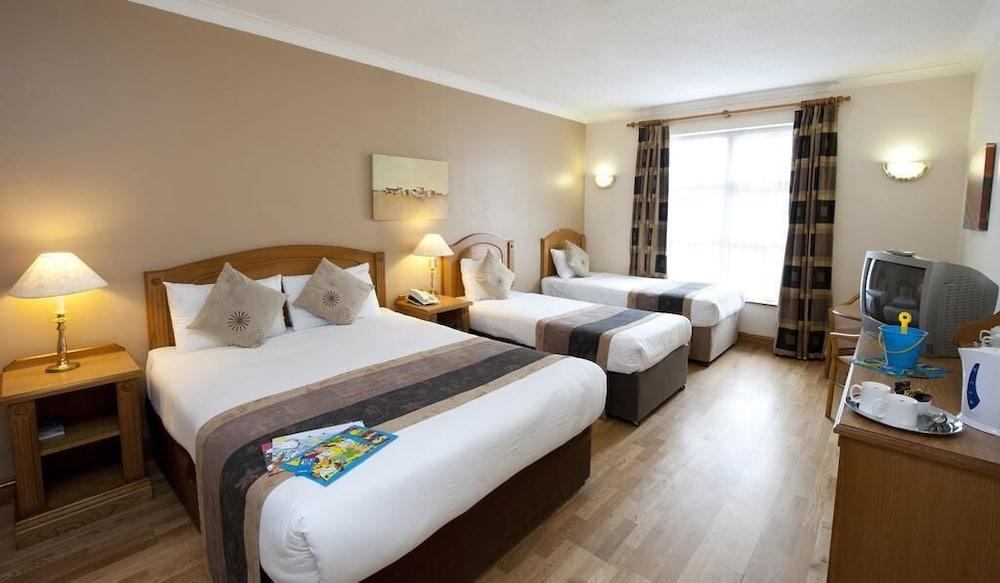 https://i.travelapi.com/hotels/1000000/70000/63800/63754/7cdc1a59_z.jpg