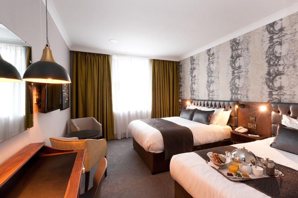 https://i.travelapi.com/hotels/1000000/70000/63800/63754/8429b9c9_z.jpg