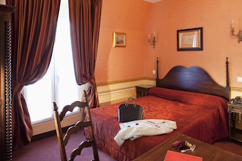 Classic Double Room, 1 Double Bed, Accessible through stairs from the fifth floor