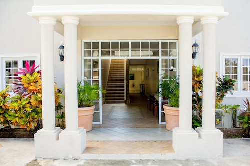 Bay Gardens Hotel,
