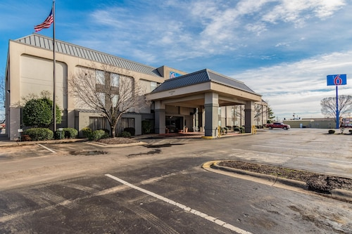 . Motel 6 Conway, AR