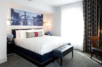 Premier Room, 1 King Bed, City View, Corner