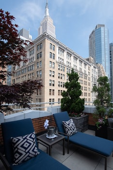 Room, 1 Queen Bed, Terrace (Empire State)