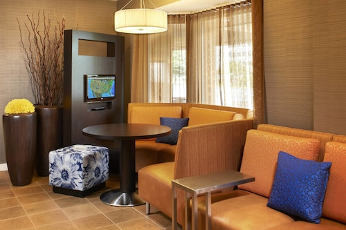 . Courtyard by Marriott Cleveland Airport North