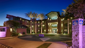 Hotel Front - Evening/Night at Best Western Plus Sundial in Scottsdale