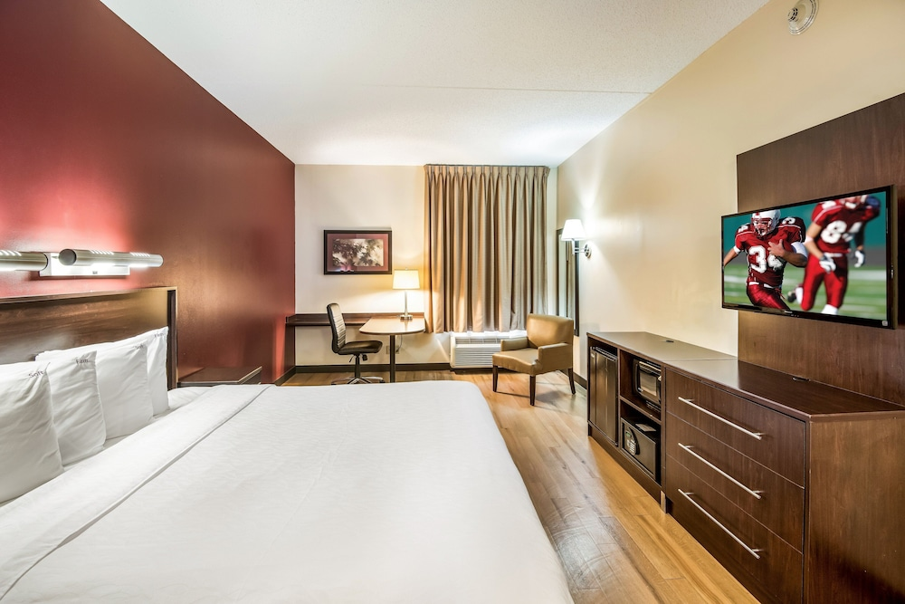 Superior Room, 1 King Bed, Accessible (Smoke Free, Roll-In Shower)