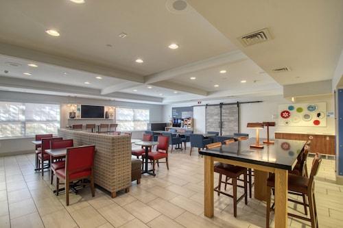 . Holiday Inn Express Hotel & Suites Oshkosh