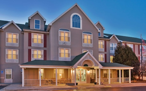 . Country Inn & Suites by Radisson, Birch Run-Frankenmuth, MI