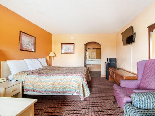 . OYO Hotel Brownsville TN I-40