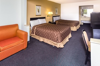 Guestroom at OYO Hotel Kissimmee Hwy 192 in Kissimmee