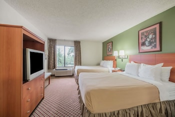 Guestroom at Super 8 by Wyndham Fort Worth South in Fort Worth