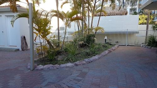 Outrigger Resort, Miami