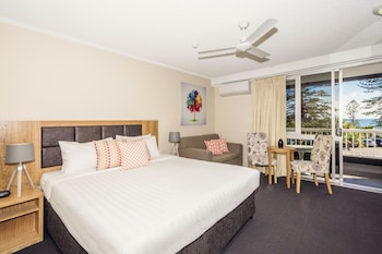 Guestroom at Greenmount Hotel in Coolangatta