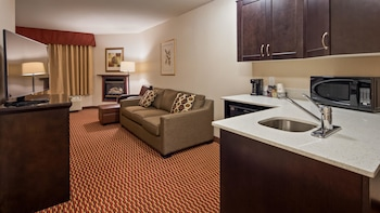 Suite, 1 Queen Bed, Non Smoking, Refrigerator & Microwave