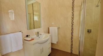 Avondel Motor Inn, Benalla - Bathroom  - #0