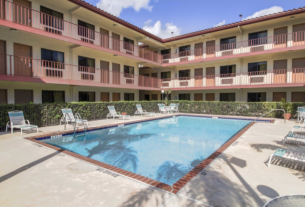 Inn Of America Palm Beach Gardens Fl 4123 Northlake 33410