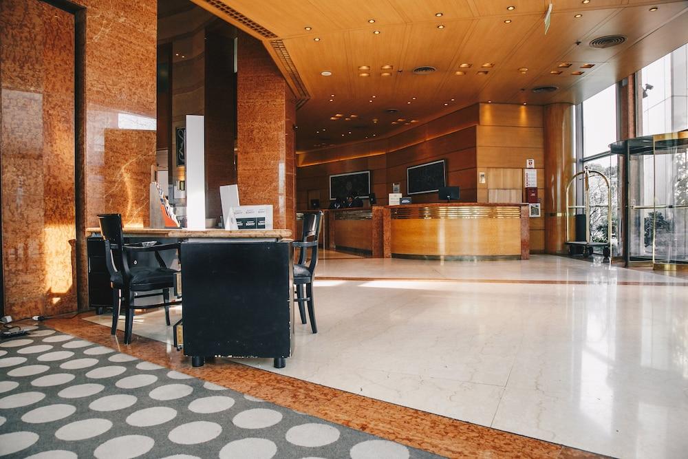 https://i.travelapi.com/hotels/1000000/70000/67300/67287/8d9c187b_z.jpg
