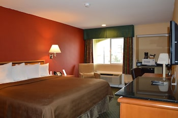 Guestroom at Travelodge by Wyndham San Diego Downtown Convention Center in San Diego