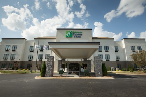 . Holiday Inn Express Hotel & Suites Madison