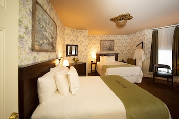 Room, 2 Double Beds (One queen one full bed)