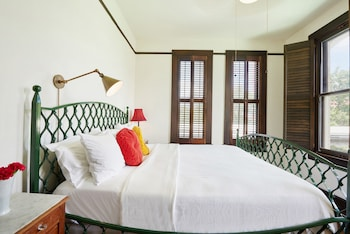 Suite, 1 King Bed, Accessible, Terrace