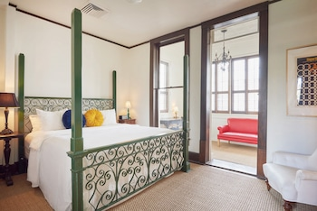 Suite, 1 King Bed, Accessible, City View