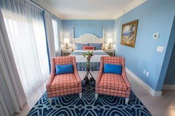 Guestroom at Harborside at Charleston Harbor Resort and Marina in Mount Pleasant