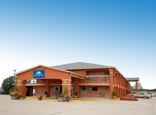 . SureStay Hotel by Best Western Rockdale