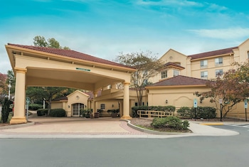 La Quinta Inn & Suites by Wyndham Raleigh Crabtree
