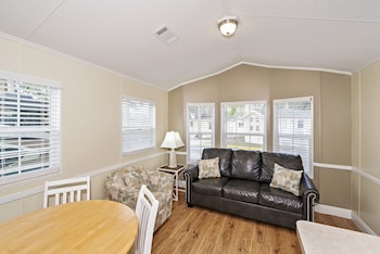 Premium Cottage, 2 Bedrooms (Pets Allowed, Linens Include)